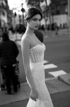 שמלת כלה סטרפלס מחורזת