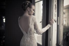 שמלת כלה מחורזת עם שרוולים