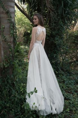 שמלת כלה מחשוף גב אובלי