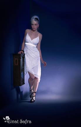 שמלת כלה אסימטרית קצרה