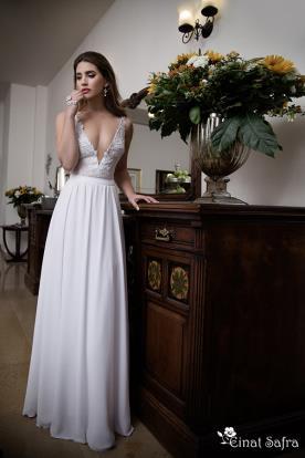 שמלת כלה מחשוף פתוח משולש