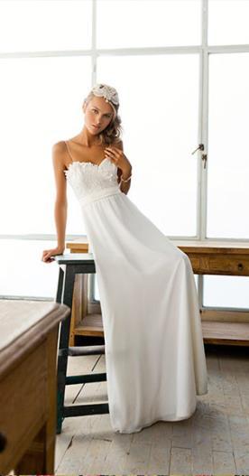 שמלת כלה עם פרחי תחרה בחזה