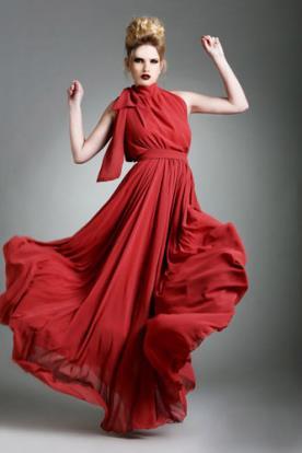 שמלת ערב עם צווארון קשירה גבוה