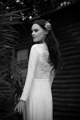 שמלת כלה עדינה גב חרוזים מעוטר