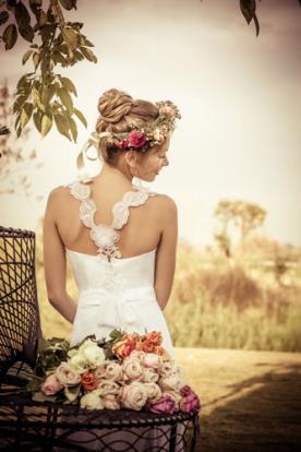 שמלת כלה גב פרחים