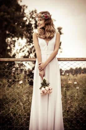 שמלת כלה מחשוף חוטי איקסים