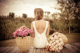 שמלת כלה רומנטית גב פתוח ופפיון