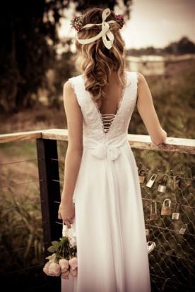 שמלת כלה גב חוטי איקסים