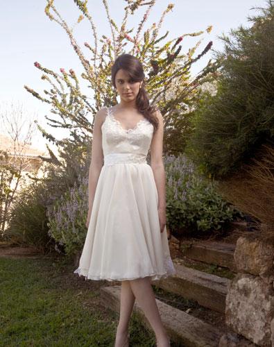 שמלת כלה מיני רומנטית