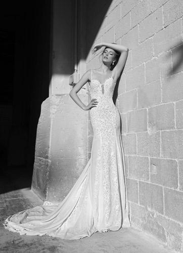 שמלת כלה ארוכה וכתפיות דקות