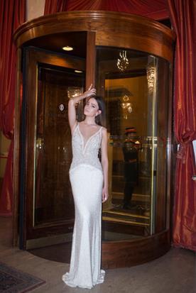 שמלת כלה נשפכת עם חרוזים