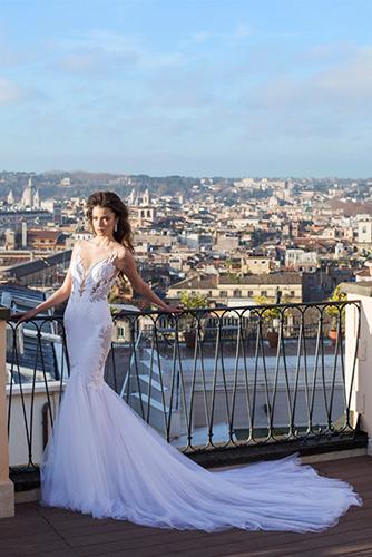 שמלת כלה נועזת שובל עשירה