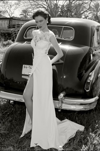 שמלת כלה שרוול תחרה ושסע עמוק
