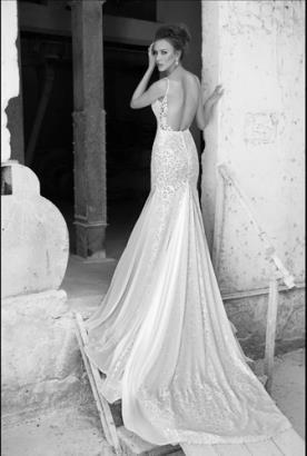 שמלת כלה עם שובל עשיר
