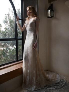 שמלת כלה צבע קרם שרוולים ושובל