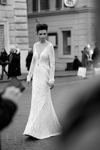 שמלת כלה קווים זורמים שובל