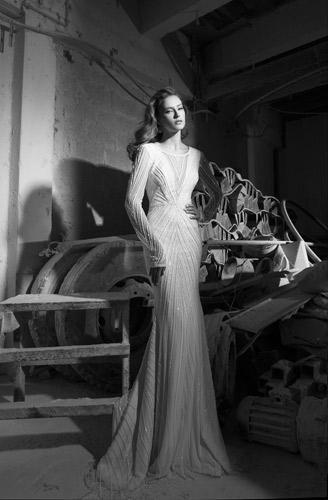 שמלת כלה מחורזת בקוים גאומטרים