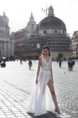 שמלת כלה שסע עמוק ומחשוף