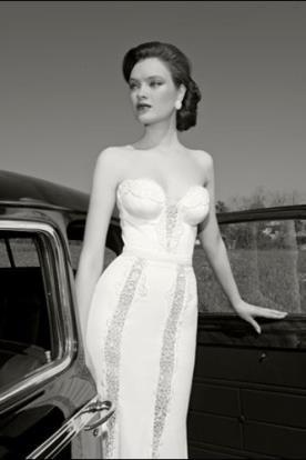 שמלת כלה סטרפלס מחשוף עמוק
