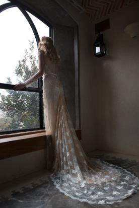 שמלת כלה צבע קרם גב פתוח