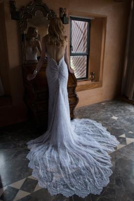 שמלת כלה כיווצים בגב השמלה