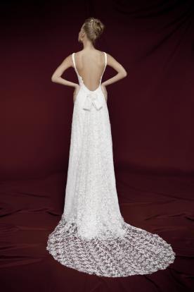 שמלת כלה שובל תחרה ופפיון
