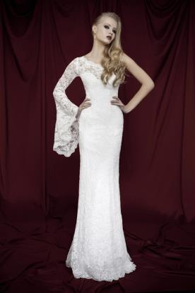 שמלת כלה אסימטרית שרוול רחב