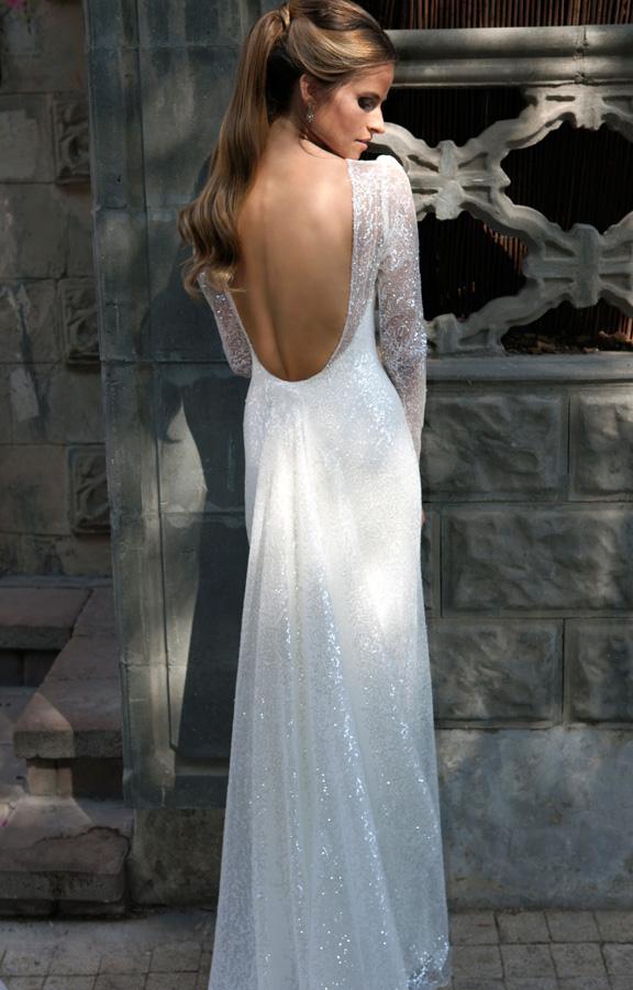 שמלת כלה: שמלת הוט קוטור, שמלת שיפון, קולקציית 2015, שמלה בסגנון רומנטי, שמלה בסגנון עדין, שמלה עם חרוזים, שמלה עם פייטים, שמלה עם שובל, שמלה עם שרוולים, שמלה עם גב חשוף, שמלה בצבע לבן, שמלה בצבע שמפניה - ג'ולי כהן - Julie Cohen
