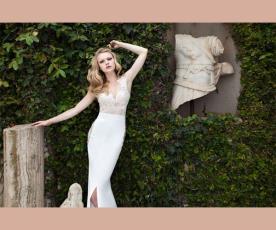 שמלת כלה צמודה תחרה בצד ושסע