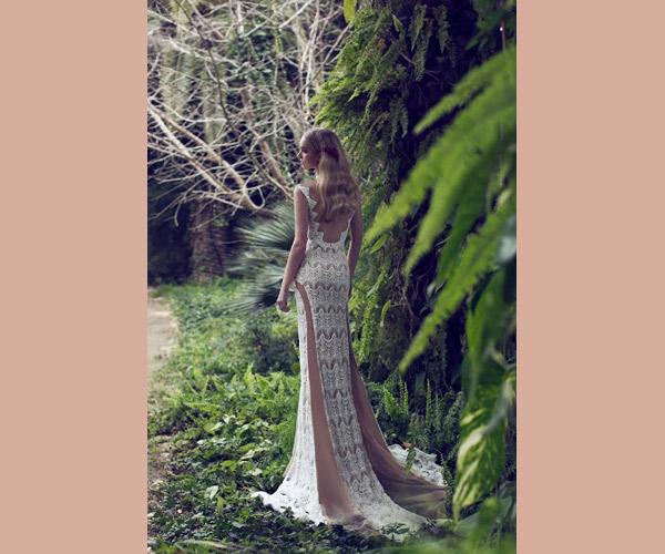 שמלת כלה נשפכת אלגנטית