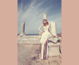 שמלת כלה אסימטרית ושסע