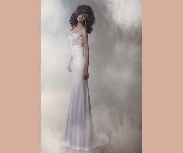 שמלת כלה ארוכה ומחשוף סטרפלס