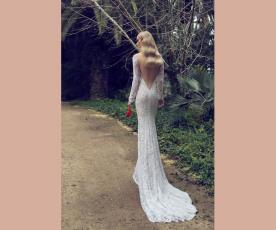 שמלת כלה מחורזת גב פתוח משולש