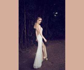 שמלת כלה גב חשוף ושסע מחורזת