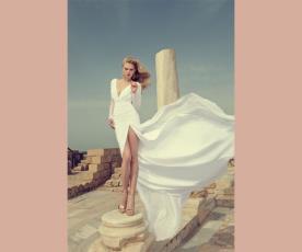 שמלת כלה מחשוף כיווצים ושסע