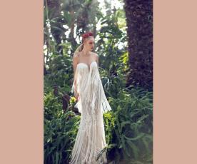 שמלת כלה סטרפלס ופרנזים ארוכים