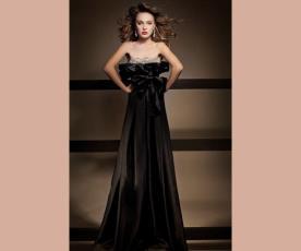 שמלת כלה נשפכת עם קפלים בחזה