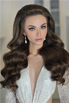 איפור ושיער: איפור כלות, תסרוקת כלה, תסרוקת לשיער מתולתל, שיער ברונטי, איפור במראה טבעי, איפור לעור בהיר, תסרוקת שיער מוברש - מילה גינדין-מאפרת ומעצבת תסרוקות