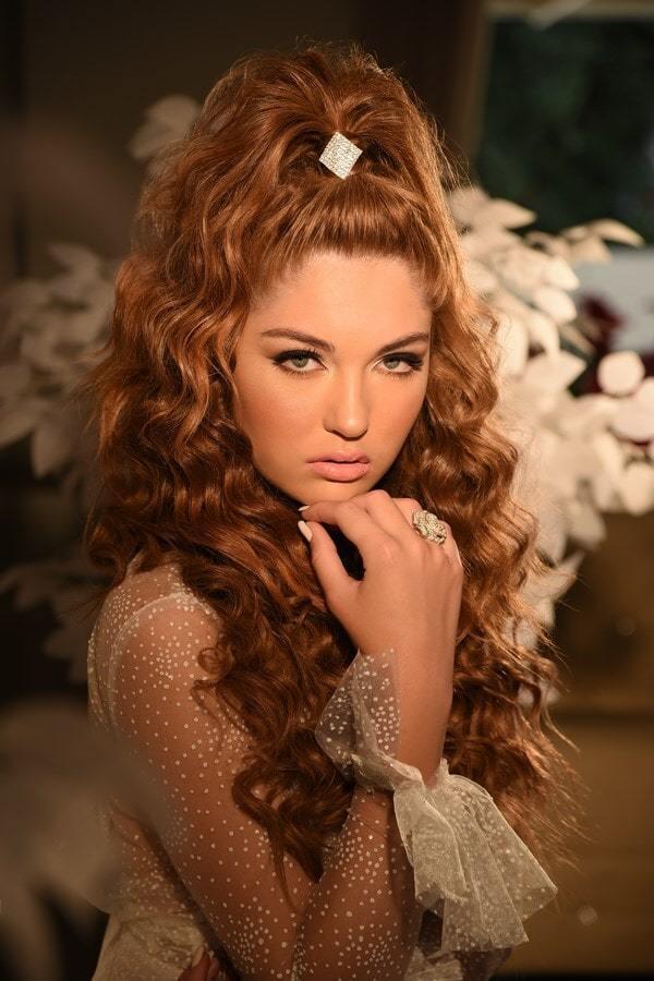 איפור ושיער: מילה גינדין-מאפרת ומעצבת תסרוקות