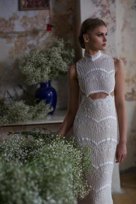 שמלת כלה אצילית עם פתח חושני