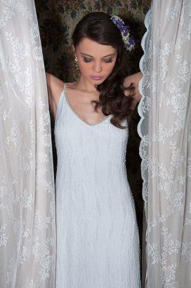 שמלת כלה מעוטרת למראה מרגש