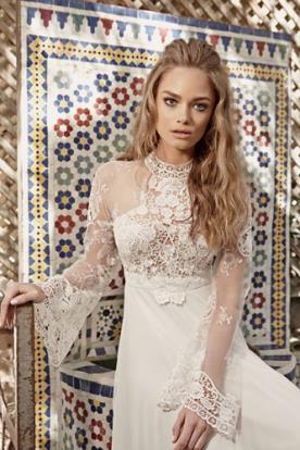 שמלת כלה רומנטית עם שרוולים רחבים