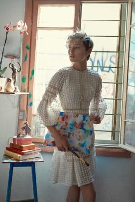 שמלת מיני אביבית מודרנית
