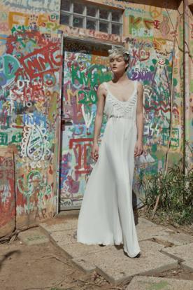 שמלת כלה רומנטית עם פרנזים