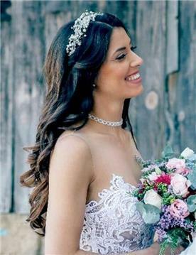 שמלת כלה: קולקציית 2019, שמלה בסגנון עדין, שמלה עם תחרה, שמלה עם מחשוף, שמלה בצבע לבן - אניטה שמלות כלה