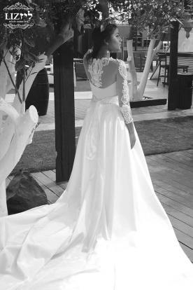 שמלת כלה שרוולים ושובל נשפך