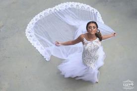 שמלת כלה עם שובל תחרה מיוחד
