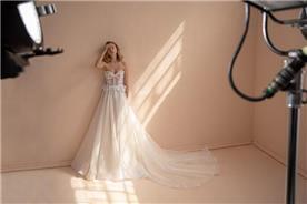 שמלת כלה עם מחשוף עמוק