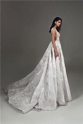 שמלה עם שרוולים