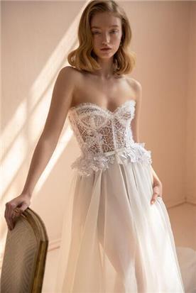 תחרה רקומה בשמלות